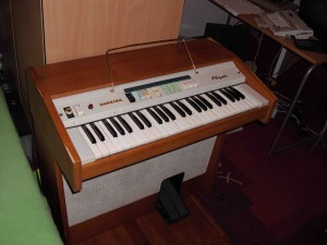 Farfisa_Foyer_spinet_organ copia